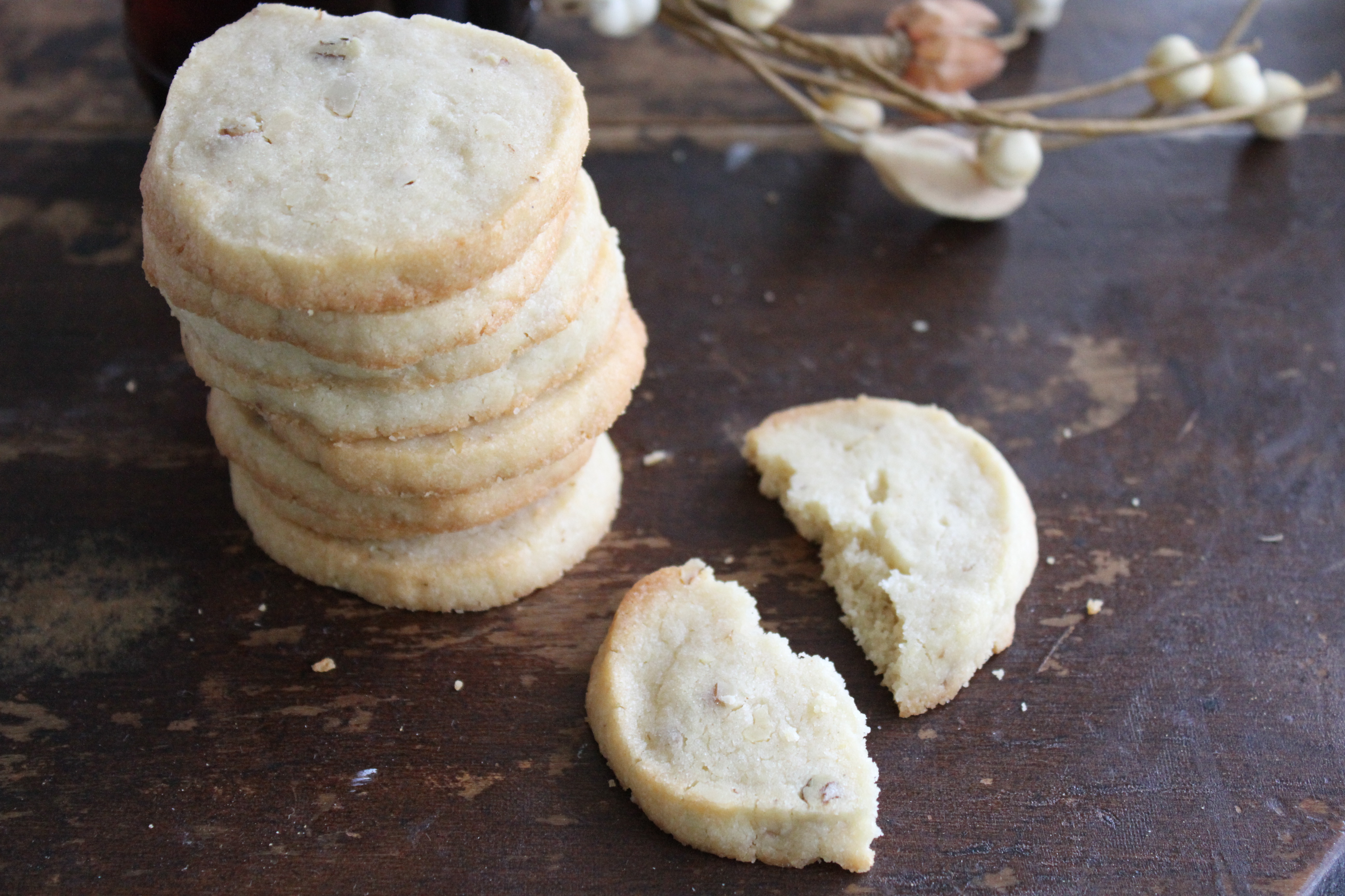 This Maple Pecan Shortbread from Brittany's Pantry has only a handful ...